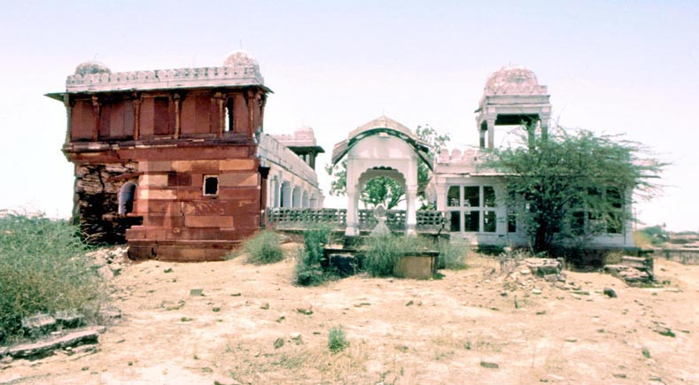 Dholpur,_Tomb_of_Bibi_Zarrina,_view_from_south